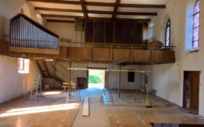 Die Kirchenrenovierung hat begonnen.
